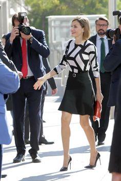 La reina Letizia ha sido hoy guapa y moderna chica de la Cruz Roja