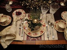 StoneGable: Traditional Christmas Tablescape