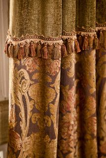 Trimmed Damask Angel Wing Shade