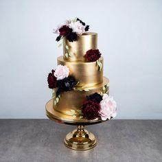 Gold fondant wedding cake with blush and burgundy sugar flowers - Gold fondant cake with blush and burgundy sugar flowers by Fondant Wedding Cakes, Fondant Cakes, Gold Wedding Cakes, Burgundy Wedding Cake, Gold Weddings, Indian Weddings, Purple Wedding, Fall Wedding, Wedding Ideas
