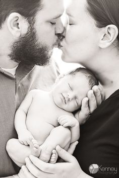 GORGEOUS mom, dad and newborn baby girl pose, especially when baby is smiling!! Chattanooga Photography by: https://www.facebook.com/KenneyPhoto