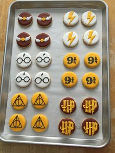 Discover recipes, home ideas, style inspiration and other ideas to try. Harry Potter Snacks, Harry Potter Cupcakes, Baby Harry Potter, Harry Potter Motto Party, Gateau Harry Potter, Harry Potter Marathon, Harry Potter Thema, Harry Potter Birthday Cake, Harry Potter Baby Shower