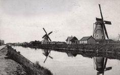 Watermolens. Twee windwatermolens langs de Zuid-Willemsvaart bij Weert, Nederlan…