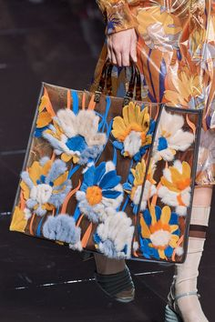 Fendi Spring 2020 Ready-to-Wear Fashion Show Details: See detail photos for Fendi Spring 2020 Ready-to-Wear collection. Look 112 Fashion Bags, Fashion Show, Fashion Accessories, Milan Fashion, Fashion 2020, Fashion Fashion, Runway Fashion, High Fashion, Fashion Trends