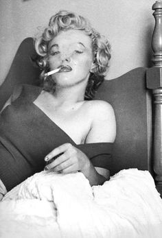 Marilyn Monroe during a break from filming Niagara, August 1952. Photo by Jock Carroll