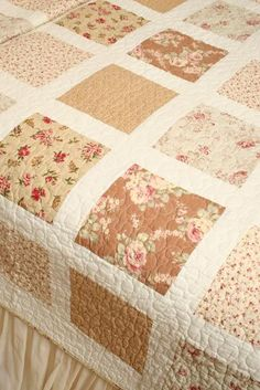 simple tea stained quilt Oooh the lovely colors Colchas Quilting, Quilting Projects, Quilting Designs, Quilting Ideas, Rag Quilt, Scrappy Quilts, Easy Quilts, Quilt Sets, Quilt Blocks