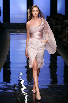 Lovely in Lilac! None other than Elie Saab.