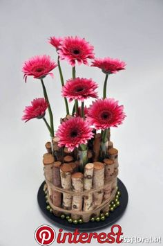 Dekoration Make Valentine's With Your Kids Homemade Valentine's are great for your kids to give to t Deco Floral, Floral Design, Fresh Flowers, Beautiful Flowers, Floral Flowers, Small Glass Vases, Modern Flower Arrangements, Flower Decorations, Diy And Crafts