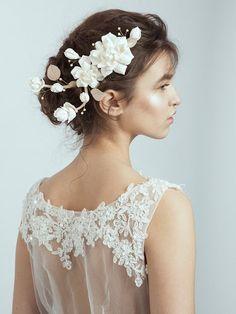 Handmade Wedding hairpiece White Flower Hair door MariStyleCouture, $80.00