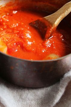 This is perhaps the most famous recipe created by Marcella Hazan, the cookbook author who changed how Americans cook Italian food. It also may be her easiest. Use your favorite canned tomatoes for this and don't be scared off by the butter. It gives the sauce an unparalleled velvety richness. (Photo: Suzy Allman for The New York Times) Basic Pasta Sauce Recipe, Best Tomato Sauce Recipe, Tomato Butter Sauce, Best Marinara Sauce, Tomatoe Sauce, Italian Tomato Sauce, Italian Pasta, Tomato Soup, Canned Tomato Juice