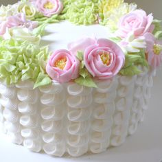 Birthday Cakes For Women, Cake Decorating Videos, New Cake, Buttercream Flowers, Cake Videos, Amazing Cakes, Floral Wreath, Wreaths, Tutorials