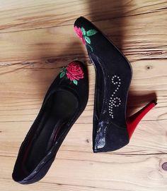 Zakochałam się w tych szpilkach!  #szpilki #czerwone #goralka #folk #polishfolkstyle #polishdesign #roze #ludowe #goralskie #haft #kwiaty #wiosna