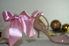 Vaša aj naša obľúbená ružovopúdrová - NUDE eko koža lakovaná so zdobením  a svadobné topánky na 6 cm opatku. Úpravy podľa želania klientky. svatební obuv, společenksá obuv, spoločenské topánky, topánky pre družičky, svadobné topánky, svadobná obuv, obuv na mieru, topánky podľa vlastného návrhu, pohodlné svatební boty, svatební lodičky, svatební boty se zdobením,topánky pre nevestu Place Cards, Place Card Holders