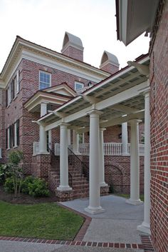Google Image Result for http://st.houzz.com/simages/188826_0_4-5143-traditional-exterior.jpg covered walkway to steps