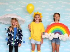 No-Sew Weather Trio Group Halloween Costume idea! DIY Rain, Sun and rainbow costumes! Running out of time to find the perfect costume? Don't worry, we've rounded up 15 no-sew group Halloween costume ideas everyone will love! Halloween Mono, Cute Group Halloween Costumes, Trendy Halloween, Group Costumes, Halloween Outfits, Handmade Halloween Costumes, Family Halloween, Halloween Ideas, Rain Costume