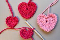 Supernopea pikkuvirkkaus vaikka korttiin, koruun tai avaimenperäksi.  ohje löytyi netistä, ei siis oma.  Alkuperäinen englanniksi:   ... Handicraft, Needle Felting, Knit Crochet, Valentines Day, Crochet Earrings, Knitting, Diy, Free, Crocheting