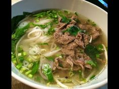 How to make Vietnamese Beef Pho noodles recipe - Cach nau pho bo Easy Vietnamese Recipes, Vietnamese Soup, Beef Noodle Soup, Beef And Noodles, Noodle Recipes, Soup Recipes, Healthy Recipes, Best Pho Recipe, Pho Bo