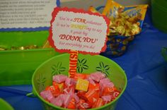 Our school is awesome. In the middle of Teacher Appreciation Week, they held a Volunteer Appreciation Candy bar in our workroom just for us. Volunteer Appreciation Gifts, Volunteer Gifts, Teacher Appreciation Week, Teacher Gifts, Volunteer Ideas, Teacher Treats, Parent Gifts, Thank You Baskets, Gift Baskets