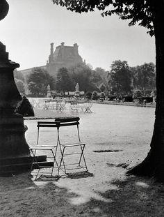 #Robert Doisneau Photography Jardin des Tuileries Paris 1951