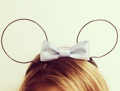 Previously, we shared a DIY from the Disney Style blog for floral Minnie ears.  They also have another DIY, this time it's for some wire Minnie ears.  This tutorial, the Style Blog took inspiration from someone who's a big Disney fan and one of the blog's style inspirations: Lauren Conrad! After seeing the above picture, …