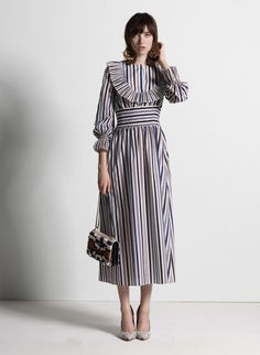 See the complete Tory Burch Pre-Fall 2017 collection. See the complete Tory Burch Pre-Fall 2017 collection. Fashion 2017, Look Fashion, High Fashion, Fashion Show, Fashion Outfits, Womens Fashion, Fashion Design, Fashion Trends, Fall Fashion