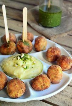 keftedakia kotas Greek Recipes, Finger Foods, Baked Potato, Food And Drink, Low Carb, Chicken, Ethnic Recipes, Easy, Low Carb Recipes