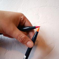 Noëlie | Calligraphique (@calligraphique) • Photos et vidéos Instagram Office Supplies, Lettering, Photos, Instagram, Pictures, Drawing Letters, Brush Lettering