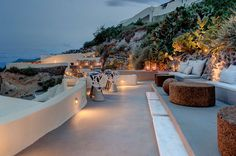 ASEA Lounge Restaurant in Santorini Mixes Japanese Cuisine with Mediterranean Beauty | Wave Avenue