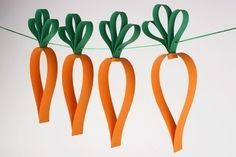 Garland of carrots Easter Decoration Creche, Diy Easter Decorations, Easter Crafts For Kids, Diy For Kids, Origami Fish Easy, Origami Flowers Instructions, Origami Owl Keychain, Diy Osterschmuck, Origami Elephant