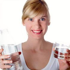 Warm Lemon Water and Honey Water weight loss: Benefits of Water in Fast Weight Loss Health Guru, Health Class, Health Trends, Health Tips For Women, Health And Beauty, Women Health, Womens Health Magazine, Weight Loss Water, Pregnancy Health