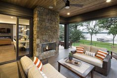 Rustic contemporary lake house with privileged views of Lake Minnetonka - Outdoor Spaces - Architecture Modern Lake House, Modern Mountain Home, Style At Home, Building A Porch, Home Improvement Loans, Lakefront Homes, House With Porch, Rustic Contemporary, Design Case