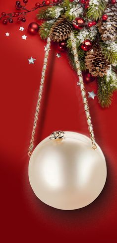 Christmas: Glamour and traditional / karen cox..Chanel Pearl