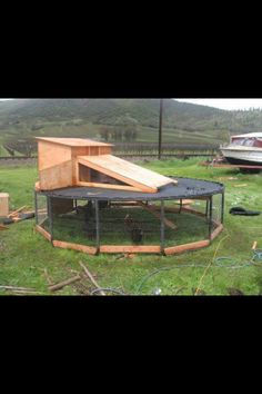 i knew i should've saved that old trampoline! Chicken Coop Made From A Trampoline Frame – 5 Pictures - *Hey! Don't throw your trampoline away! Recycled Trampoline, Old Trampoline, Trampoline Ideas, Trampoline House, Building A Chicken Coop, Diy Chicken Coop, Chicken Pen, Chicken Wire, Urban Homesteading