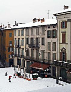 Neve in città Alta. Piazza Vecchia - foto di Giuseppe Preiano' ---  Bergamo, Italy