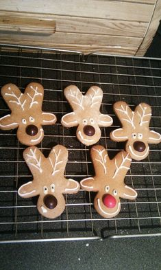 Gingerbread reindeer (upside down gingerbread men) So SMART AND CLEVER........MY WHOLE LIFE I SAW THESE AND NEVER THOUGHT OF IT!