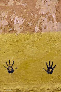 Impromptu street art on the walls of Meknes, Morocco   © Phil Marion    Maroc Désert Expérience   http://www.marocdesertexperience.com #maroc #morocco #marruecos #marocco