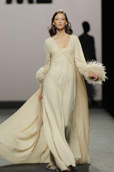 Marcos Luengo : Vestido de novia y (no) novia de la MBFWMadrid SS 2018