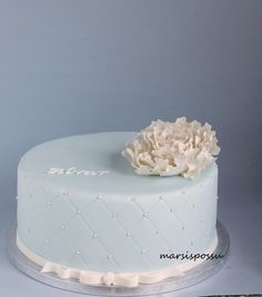 Marsispossu: Helmikirjailtu ristiäiskakku, Christening cake for baby boy
