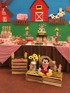Farm Themed Party, 2nd Birthday Party Themes, Second Birthday Ideas, Barnyard Party, Farm Party, Birthday Party Decorations, Farm Animal Party, Farm Animal Birthday, Farm Birthday