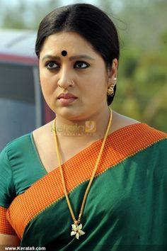 Beautiful Girl Indian, Beautiful Indian Actress, Most Beautiful Women, Bollywood Pictures, Bollywood Actress Hot Photos, Aunty In Saree, Indian Beauty Saree, Indian Sarees, Indian Face