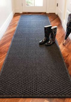 This entry mat protects floors, easily withstands the heaviest foot traffic and complements any decor.