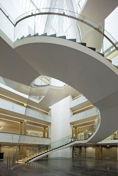 Built by ANMA in Strasbourg, France with date Images by Vincent Fillon. The original architecture of the National Strasbourg University Library (BNU) was wilhelmian and reflected the histor. Atrium Design, Archi Design, Stairs And Staircase, Staircase Design, Monumental Architecture, Modern Architecture, Strasbourg, Modern Library, Stairways