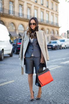 Knee-length shorts are back, and whether or not you were a fan of the trend the first time, it's time to tap into the style. Knee Length Shorts, Long Shorts, Fashion 101, Fashion Week, Fashion Ideas, Short Outfits, Casual Outfits, Summer Outfits, Bermuda Shorts Outfit