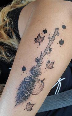 Dream Tattoos, Future Tattoos, Body Art Tattoos, New Tattoos, Sleeve Tattoos, Tatoos, Cute Small Tattoos, Pretty Tattoos, Beautiful Tattoos