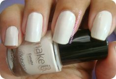 More, here: http://www.divatododia.com.br/2013/10/swatches-colecao-rio-sixties-make-b-d-o.html