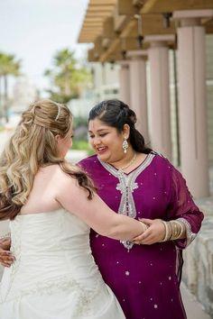 Inspirierend und wunderschön: Same-sex interkulturelle Hochzeit mit irischen und indischen Traditionen vermischt