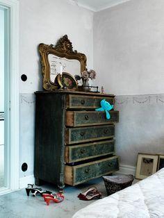 Carnet d'images et autres futilités jolies. White Furniture, Painted Furniture, Furniture Ideas, Gothic Furniture, Reclaimed Furniture, Furniture Inspiration, Cheap Furniture, French Decor, French Country Decorating
