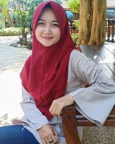 Artika Sari Beautiful Girl with Hijab - Hijaber Manja Beauty Full Girl, Beauty Women, Sweet Girls, Cute Girls, Beautiful Hijab Girl, Muslim Beauty, Hijab Tutorial, Pretty Asian, Hijab Chic
