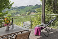 Terrasse mit Ausblick in die Weinberge vom VINCENT Hotel // Terrace with view on the vineyards in the VINCENT hotel Breakfast Hotel, Outdoor Furniture, Outdoor Decor, Hammock, Terrace, Vineyard, Places, Interview, Home Decor