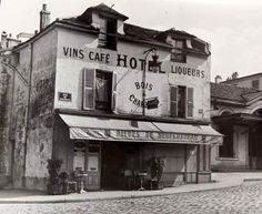 Chamade - Vintage French Photos.      Paris. 1947